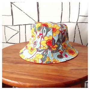 Patagonia Baby 18M-3T Floral Chin Strap Bucket Hat